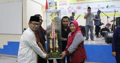 Bappeda Kota Depok Meraih Piala Bergilir DPRD Di HUT 2 Sekber Wartawan
