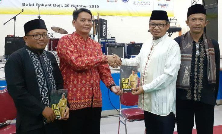Launching Buku Jejak Langkah Hardiono, Di HUT 2 Sekber Wartawan Depok